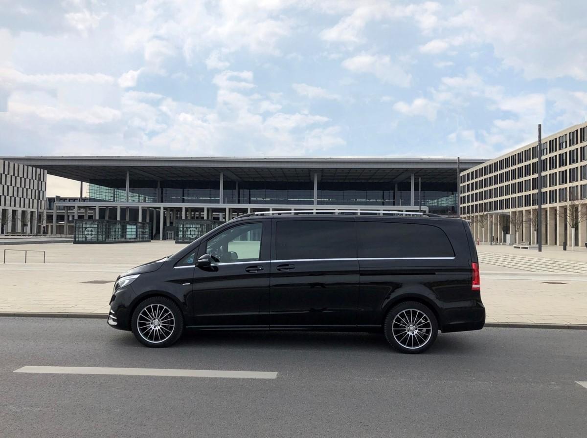 Vans und Limousinen für den Flughafentransfer