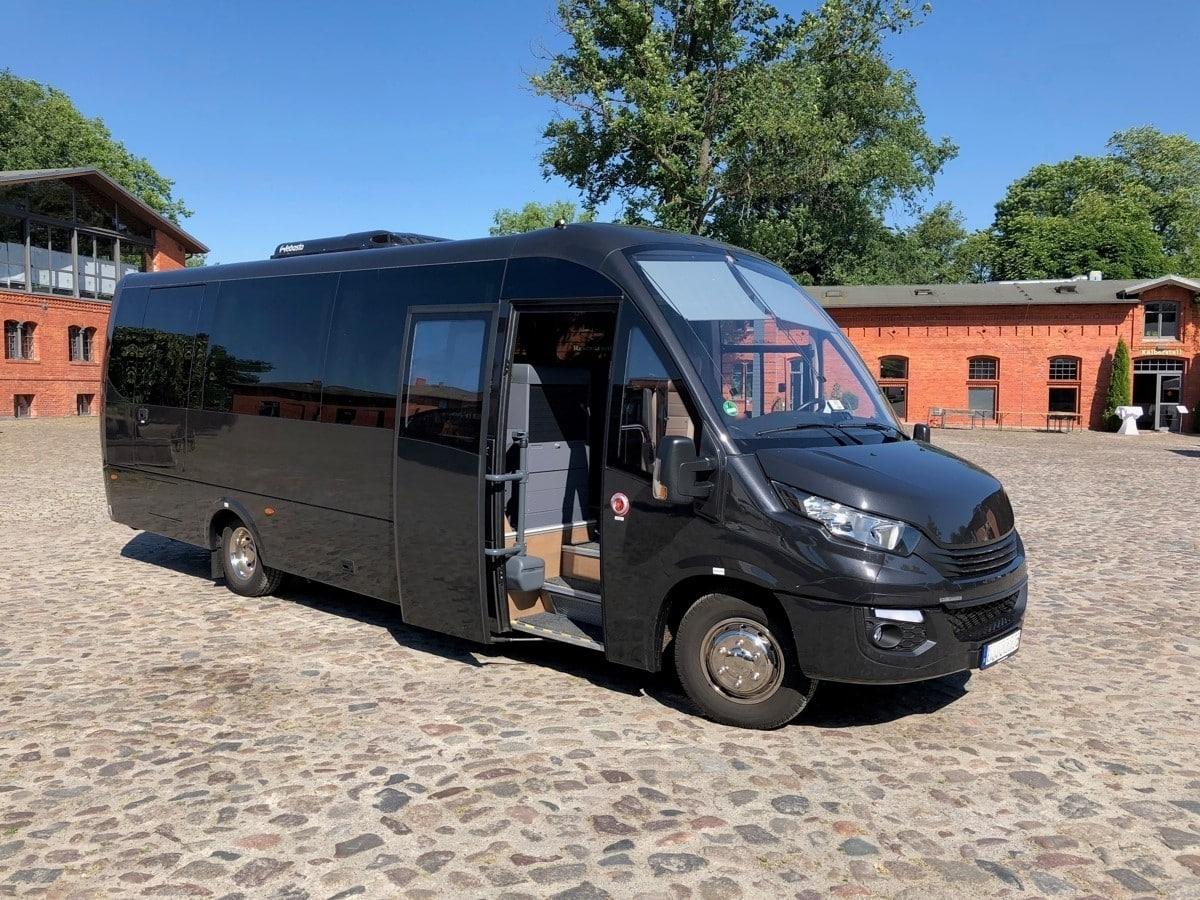 Bus Shuttle Berlin Mercedes Benz Iveco
